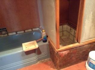 batheroom tub