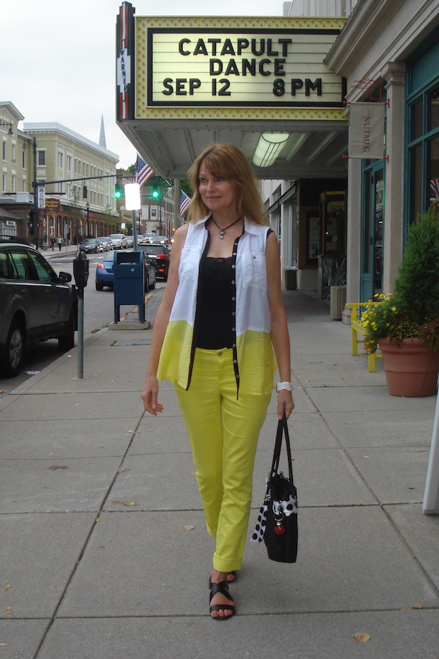yellow skinnies with black top