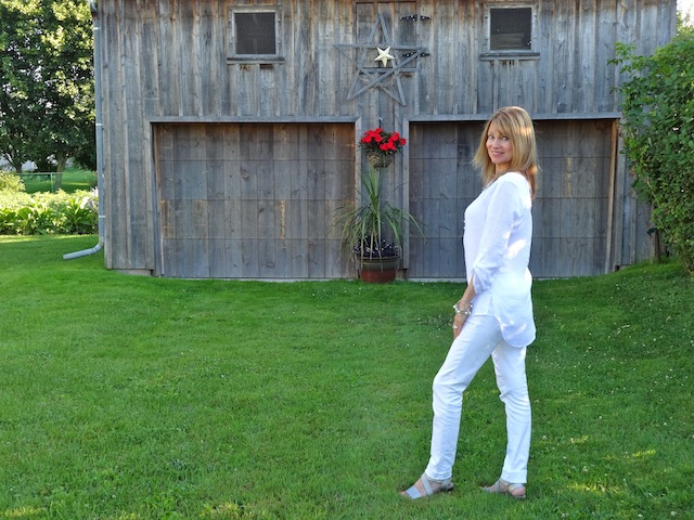 white blouse and white skinny jeans