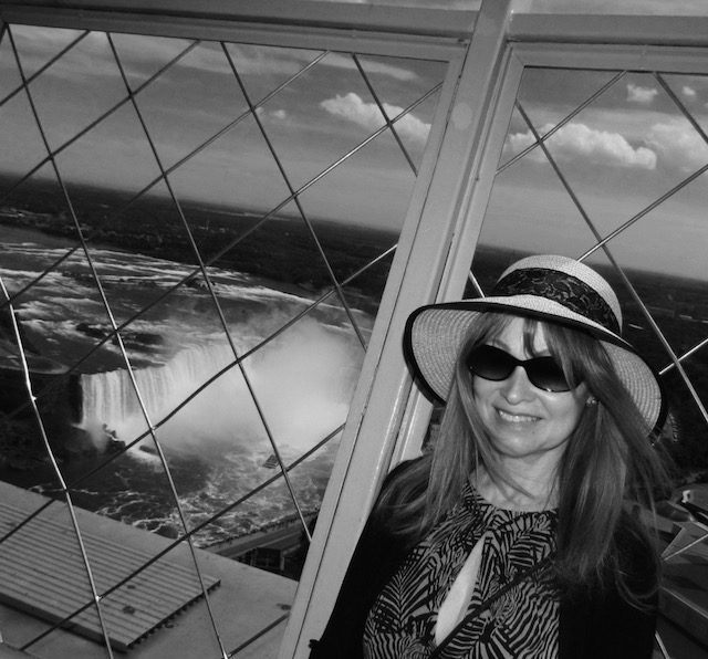 Niagara Falls black and white