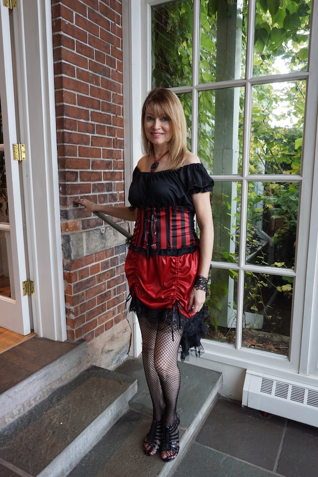 black and red dress 640